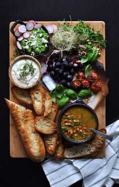 On Board in Coconut and Bean Soup with Crostini Bar - Food Well Said Appetizers Table, Appetizer Recipes, Soup Recipes, Cooking Recipes, Healthy Recipes, Vegan Menu, Catering Menu, Brunch Party, Cheese Platters
