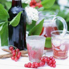 Röd vinbärssaft med vanilj – recept Beverages, Drinks, Moscow Mule Mugs, Starters, Snacks, Vegan, Table Decorations, Vanilj, Vegetables