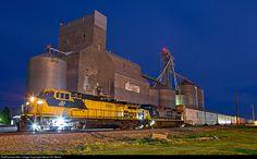 RailPictures.Net Photo: CNW 8646 Chicago & North Western Railroad GE C44-9W (Dash 9-44CW) at Leeds, North Dakota by Steven M. Welch