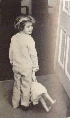 "thosekennedys: ""Caroline Kennedy playing with her doll in the White House "" Rose Kennedy, Caroline Kennedy, Sweet Caroline, John F Kennedy, Jackie Kennedy, Trump Kids, Jaqueline Kennedy, Carolyn Bessette Kennedy, John Junior"
