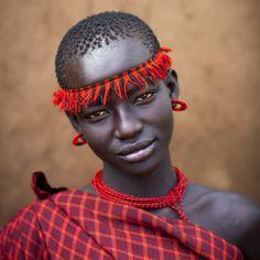 Bodi tribe woman, Hana Mursi, Omo Ethiopia, photograph by Eric Lafforgue