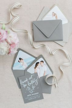 grey save the dates with custom photo envelope liner | Photography: Ruth Eileen Photography