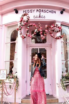 Pretty Pink Places in London You Will Want to Visit Peggy Porschen Cakes, London Instagram, Instagram Travel, Deco Rose, London View, Best Rooftop Bars, Tower Bridge London, Rose Pastel, London Places