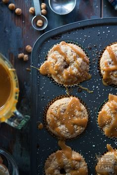 Caramel Apple Muffins // Nothing screams fall like a caramel apple. Now you can have your favorite treat for breakfast OR dessert in the form of a delicious muffin! Fall Dessert Recipes, Fall Desserts, Fall Recipes, Apple Recipes, Pumpkin Recipes, Breakfast Bake, Breakfast Recipes, Apple Muffins, Tasty