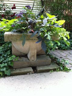 Planter at Frank Lloyd Wright's Robie House in Oak Park, Illinois Organic Architecture, Architecture Art, Garden Landscape Design, Garden Landscaping, Frank Lloyd Wright Style, Usonian, Urban Planning, Wonderful Places, Garden Sculpture