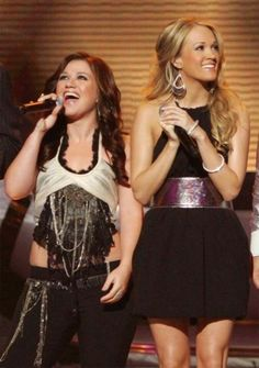Kelly Clarkson with Carrie Underwood. Rosa remember when u and I were wondering who sang that one song? Best Female Artists, Female Singers, Country Music Artists, Country Singers, Famous Models, Famous Celebrities, Kelly Clarkson, Carrie Underwood, American Idol