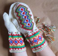 Lapin lapaset/ mittens of Lapland Lappland, Mittens Pattern, Folklore, Trees To Plant, Finland, Knit Crochet, Gloves, Socks, Crafty