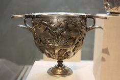Pair of silver scyphi (cups) with relief decoration Ancient Rome, Ancient Art, Ancient Greek, Roman Artifacts, Greek History, 1st Century, Cup Design, Classical Art, Dark Ages