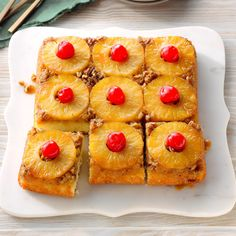 Classic Pineapple Upside-Down CakeYou can find Recipes for pineapple upside down cake and more on our website.Classic Pineapple Upside-Down Cake Pineapple Recipes, Canned Pineapple, Pineapple Glaze, Pineapple Pudding, Pineapple Casserole, Potato Casserole, Bolos Naked Cake, Cake Recipes, Dessert Recipes