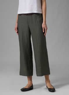 Linen Wide-Leg Cropped Pants | Loose fit linen cropped length trousers with flat-fronted style. Comfort and mobility combine for a day climbing with friends at your favorite spot.