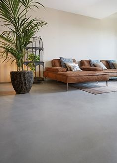 Continuous coatings with Microtopping microcement Home Room Design, Home Interior Design, Living Room Designs, Living Room Decor, Concrete Kitchen Floor, Concrete Floors, Concrete Interiors, Grey Flooring, Floor Decor