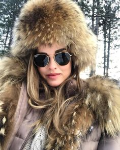 102 vind-ik-leuks, 2 opmerkingen - Olivier (@olivier.atom) op Instagram Fur Hats, Racoon, White Fur, Fur Fashion, Fur Collars, Furs, Parka, Scarves, Sexy Women