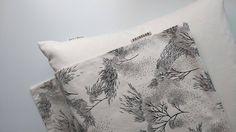 Black & white square decorative pillow case handmade by Printlab Gabi Bano Pillow Inserts, Pillow Covers, White Beige, Black And White, Decorative Pillow Cases, Silk Screen Printing, Throw Pillows, Fabric, Prints