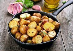Patatas al horno: 5 recetas que conquistarán a toda la familia Fırın yemekleri Roasted Potato Recipes, Roasted Potatoes, Grow Potatoes, Rosemary Potatoes, Sliced Potatoes, Healthy Food List, Healthy Recipes, Diet Recipes, Sprouting Potatoes