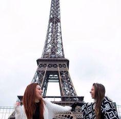 Postando essa foto pra desejar parabéns pra melhor irmãzinha que a vida poderia ter me dado. Obg por ser essa pessoa tão fofa e companheira Obg por ter feito parte de momentos tão especiais na minha vida. Hoje não estou aí pra te dar um abraço apertado mas prometo que nos encontraremos em breve. Te amo e vc sabe que pode contar com sua amiga louquinha aqui sempre né?  #peppa #helpyourselfwithfruits #eiffeltower by cefora_carvalho Eiffel_Tower #France
