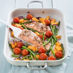Zalm uit de oven met zoete aardappel - Leuke recepten High Protein Recipes, Healthy Recipes, Good Food, Yummy Food, Sweet Potato Recipes, International Recipes, Fish Recipes, Food Inspiration, Risotto