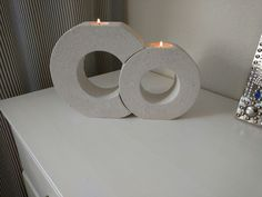 Easy And Useful DIY Concrete Crafts Ideas Here we are presenting some cool DIY concrete crafts. These can give a personalized touch to your house and office. Source by architectsideas Cement Art, Concrete Art, Concrete Design, Concrete Planters, Concrete Crafts, Concrete Projects, Cool Diy, Easy Diy, Concrete Candle Holders