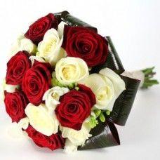 Ramo de Rosas Vermelhas e Brancas, a sua florista online com entregas de flores em todo o país.