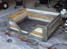 how to make a rustic pet bed for your dog or cat. Big Dog Beds, Pet Beds, Pallet Projects Signs, Wood Projects, Pallet Ideas, Pallet Dog Beds, Diy Bed, Baby Dogs, Doggies