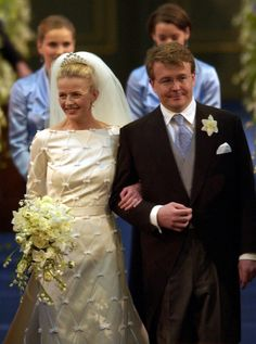 Late Dutch Prince Johan Friso, second son of Queen Beatrix and Mabel Wisse Smit enter the church before exchanging wedding vows at the Oude Kerk, or Old Church, in Delft, Netherlands on 24 April 2004 Royal Brides, Royal Weddings, Royals Today, Famous Wedding Dresses, 24 Avril, Dutch Royalty, Royal House, Royal Jewels, Wedding Vows