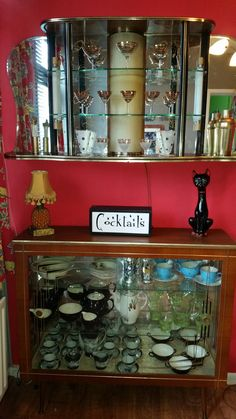 Display cabinet and wall cocktail cabinet in the dining room