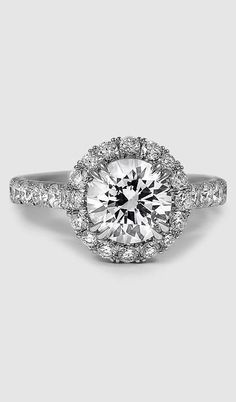 This gorgeous ring is truly glamorous.