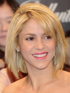 The one time Shakira tried a bob for like 2 seconds lol Very Short Hair, Short Hair With Bangs, Short Hair Cuts, Short Hairstyles For Women, Hairstyles With Bangs, Pretty Hairstyles, Blonde Hairstyles, Remy Hair Wigs, Human Hair Wigs