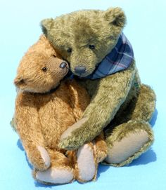 My { Maggie B } favorite two bears created by Jane Humme