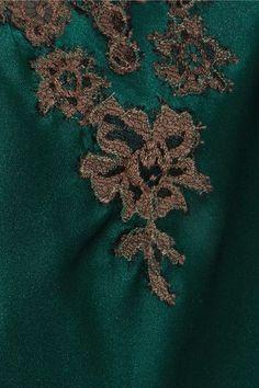 I.D. Sarrieri - Hôtel Particulier Chantilly Lace-trimmed Silk-satin Chemise - Emerald