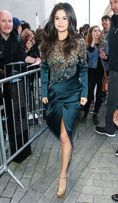 How+to+Get+Selena+Gomez's+Sophisticated+Style+via+@WhoWhatWearAU
