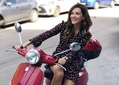 Vespa Girl, Scooter Girl, Design Thinking, Cars And Motorcycles, My Idol, Sexy, Scooters, Bella, Euro