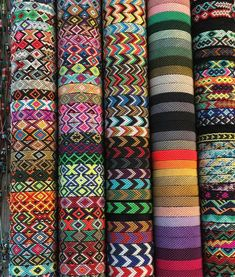 Friendship bracelets are a great summer craft. Do you remember making them when you were younger? Bracelet making by far was one of my favorite crafts! Thread Bracelets, Embroidery Bracelets, Macrame Bracelets, Bracelets Hippie, Macrame Knots, Micro Macrame, Embroidery Thread, Summer Bracelets, Cute Bracelets