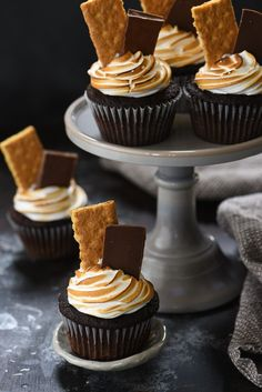 S'mores Cupcakes - These sweet treats have a triple dose of marshmallow flavor! | foxeslovelemons.com