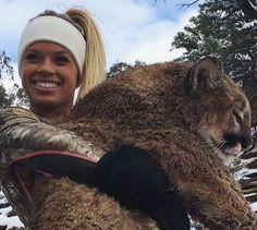 Condamner Kendall Jones pour avoir tué lions et pumas et se pavaner avec ses trophées