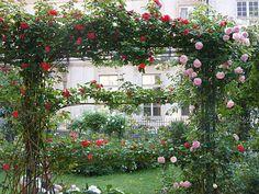 square-saint-gilles-grand-veneur-pauline-lieux-romantiques  Accès par le passage du 12, rue Villehardouin, puis par la petite rue Hesse Métro : Chemin-Vert