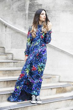 Anisa Sojka wearing Matthew Williamson Pre Fall 2015 blue floral Jardin chiffon belted wrap gown, colourful Shashi stackable hippie bracelets, red and gold Hermes chunky bracelet, beige 3.1 Phillip Lim mini pashli cross-body bag and black chuck taylor Converse sneakers. Fashion blogger streetstlye shot in London by Victoria Metaxas.