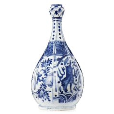 Bottle in Chinese porcelain, Ming Dynasty, Wanli period (1563-1620)