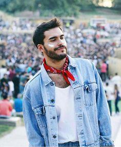 Jaqueta Jeans + bandana dando aquele toque a mais no look quem ama? Sobreposição esta super em alta. #look #moda #fashion #style #menstyle #fashionig #fashionista #streetstyle #newlook #moda #modamasculina #menstyle #inspiracao #boy #boystyle #alljeans #jeans #newlook #jacket #bandana