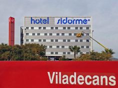 Hotel Sidorme Viladecans visto desde la Estación de tren