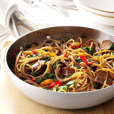 30 Pasta Dinners Ready in 30 Minutes - Make weeknight meals easy with pasta recipes the entire family will love. And as a bonus, these dinners are each ready in 30 minutes or less! Asian Recipes, Beef Recipes, Cooking Recipes, Family Recipes, Jamaican Recipes, Pepper Recipes, Pasta Dinners, Spaghetti Recipes, Beef Dishes