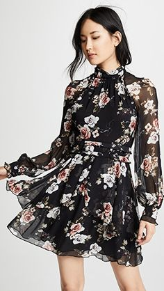 Chic black floral summer long sleeve summer dress Source by https:/ Black Dress Outfits, Casual Dresses, Fashion Dresses, Short Sleeve Dresses, Frack, Floral Midi Dress, Floral Dresses, Dress Cuts, Long Sleeve Mini Dress