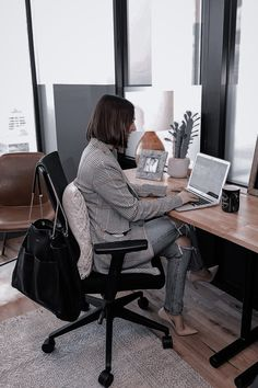 Legitimate Work From Home, Work From Home Jobs, Moda Formal, Computers For Sale, Fashion Jobs, Fashion Trends, Office 365, Office Wear, Aesthetic Women