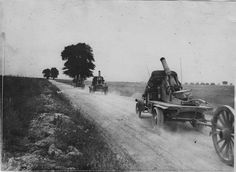 French artillery convoy, 1916