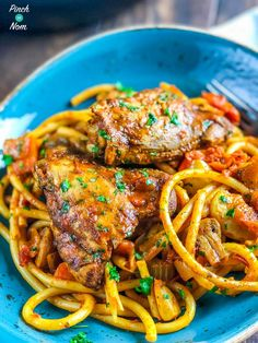 This Syn Free Baked Spaghetti with Chicken is a fab Slimming World pasta dinner to have in the colder months. It's packed full of speed, and easy to make! (things to bake slimming world) Slimming World Pasta, Slimming World Dinners, Slimming World Recipes Syn Free, Slimming Eats, Campfire Stew Slimming World, Huhn Spaghetti, Baked Spaghetti, Chicken Spaghetti, Chicken Pasta