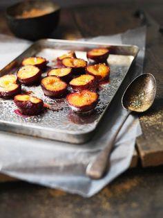 Karamell-Pflaumen aus dem Ofen | http://eatsmarter.de/rezepte/karamell-pflaumen-aus-dem-ofen