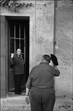 Wine maker and owner of the vineyard Chateau Mouton Rothschild producing Premier Crus wines at his back door being greeted by a worker doffing his beret, Médoc, Pauillac, France, © Ian Berry/Magnum Photos Ian Berry, Mouton Rothschild, Magnum Photos, Really Cool Stuff, Art Photography, Berries, France, Couple Photos, Places