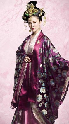 Traditional Ancient Chinese Northern and Southern Dynasties Imperial Consort Costume, The Entangled Life of Qingluo Imperial Concubine Embroidered Clothing and Headpiece Complete Set