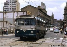 22 ônibus paulistanos para matar saudades                                                                                                                                                                                 Mais Nice Bus, Automobile, Nostalgia, Paulistano, Bus Station, Busses, Old Trucks, Public Transport, Fiat