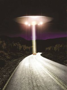 Aliens And Ufos, Ancient Aliens, Bigfoot Documentary, Science Fiction, Alien Abduction, Alien Art, Crop Circles, Flying Saucer, Cryptozoology
