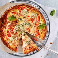 Mantelipohja antaa gluteenittomalle kinkkupiirakalle herkullisen maun ja murean rakenteen. Voit olla varma, ettei tästä piirakasta jää muruakaan jäljelle! Gluten Free Recipes, Low Carb Recipes, Healthy Recipes, Joko, Savory Snacks, Mellow Yellow, Vegetable Pizza, Food Inspiration, Cooking Tips